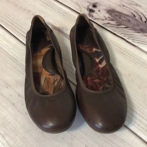 Born Brown Leather Flats Sz 8